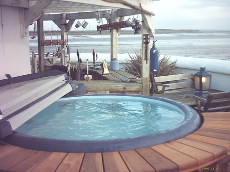 Jacuzzi and bar