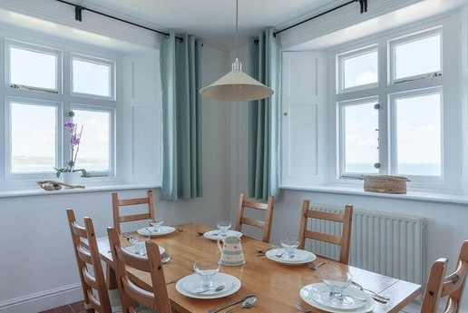 Fresh and open dining room