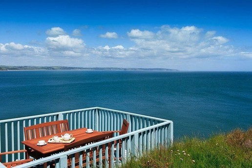 Al fresco dining with stunning sea views