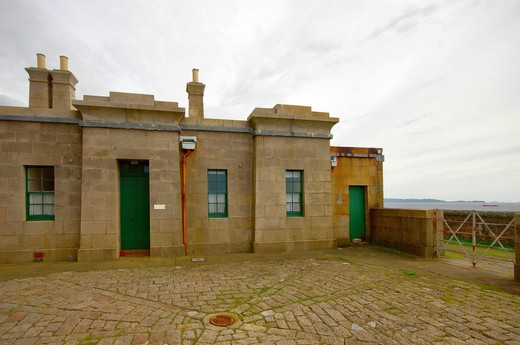 Lighthouse 98 Fort William photo 6
