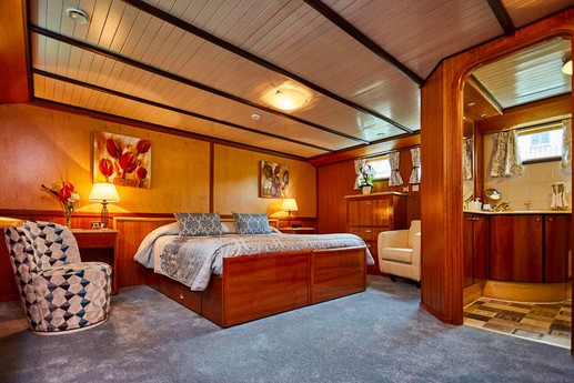 Spacious cabins with en suite bathrooms. Warmly decorated to make your stay as comfortable as possible.