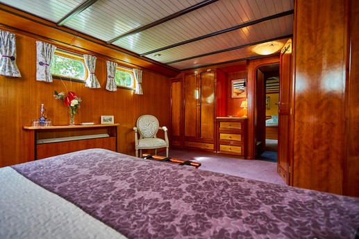 Our 4 spacious cabins are all decorated with care, to give you the feeling of warmth and hospitality.