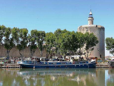 River trip 32 Avignon photo 1