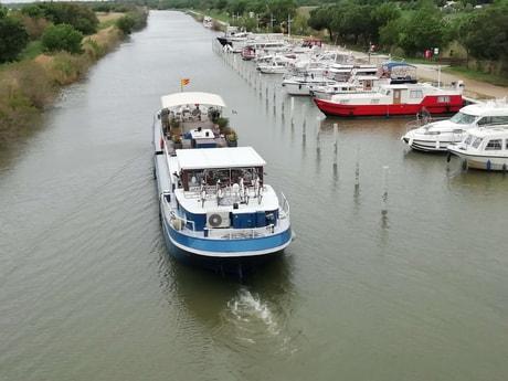 River trip 32 Avignon photo 4