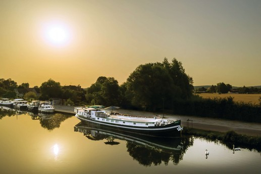 6-night all-inclusive cruise through the hills and villages of Northern Burgundy; enjoy gastronomy and adventure with our full crew at your service