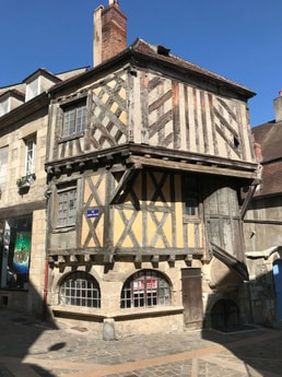 6-night all-inclusive cruise through the hills and villages of Northern Burgundy; enjoy gastronomy and adventure with our full crew at your service - Clamecy