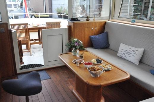 The lounge area in the wheelhouse.