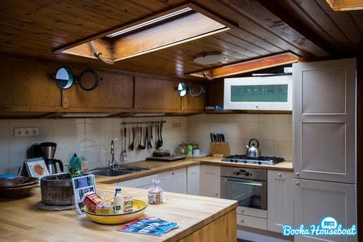 Sailing ship 690 Amsterdam photo 14
