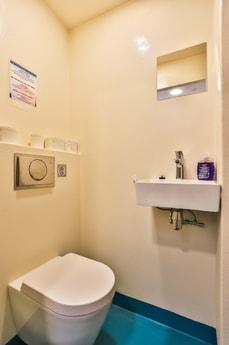 6 toilets