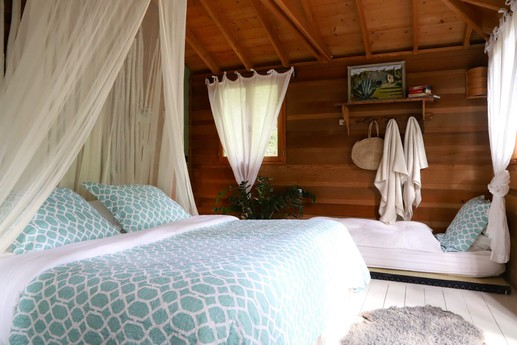 Stunning Treehouse with Hammock Bedroom