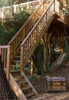 Come op the stairs and enjoy Stunning Treehouse with Hammock!
