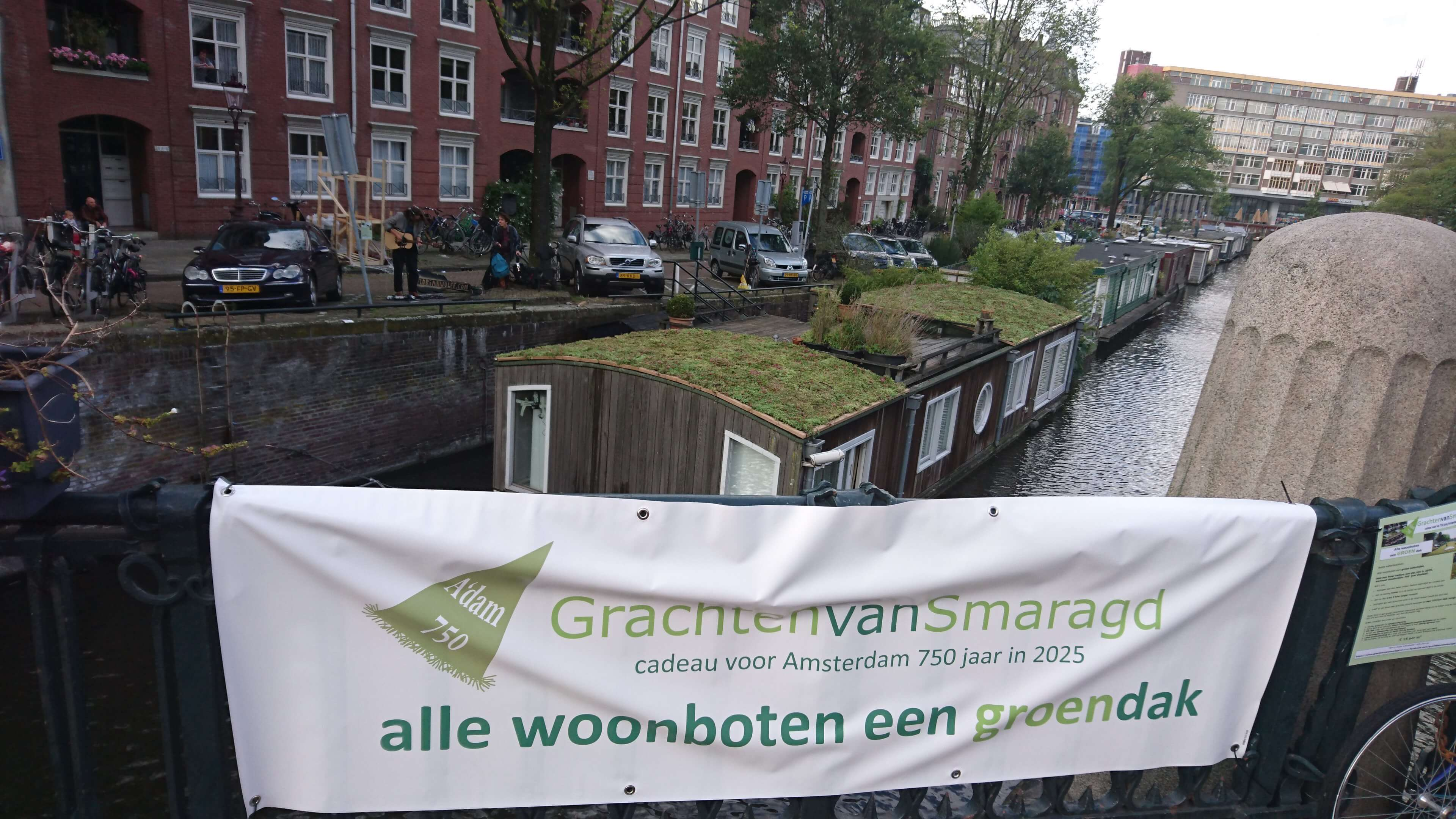 Houseboat green roof after