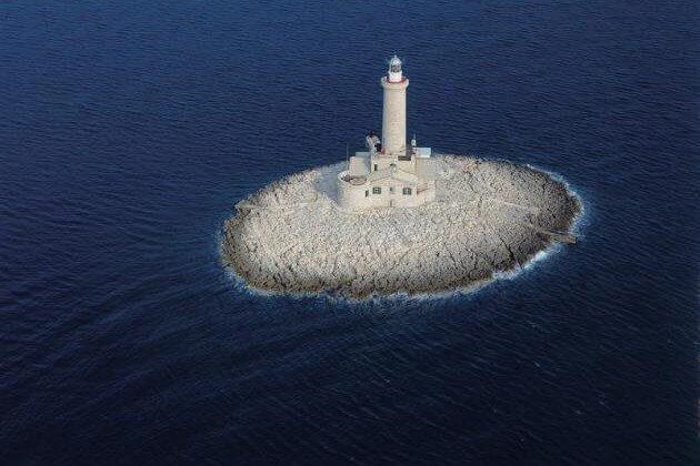 Blick auf den Porer Leuchtturm in Kroatien