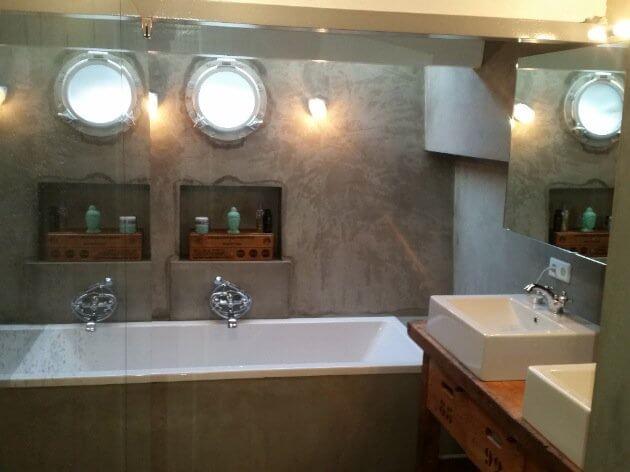 Houseboat Amsterdam Bathroom