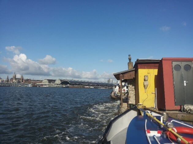 Drive the houseboat to the demolition place
