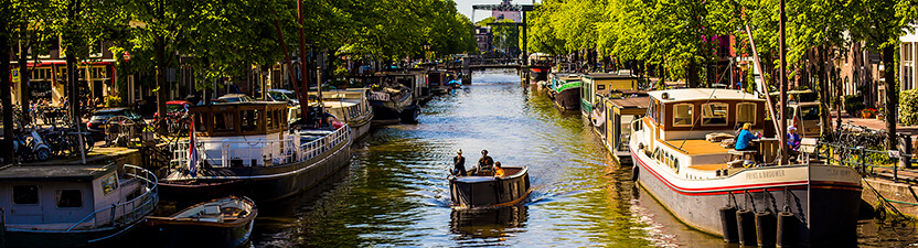 Peniche woonboten in Parijs en Amsterdam