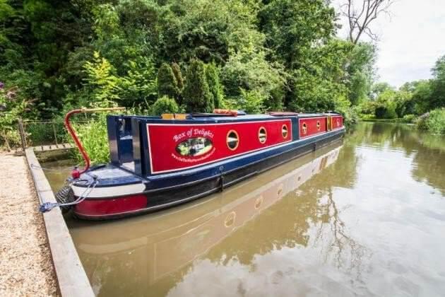 Houseboat rental Surrey