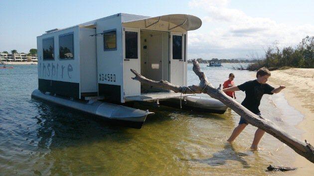 Transformis Houseboat