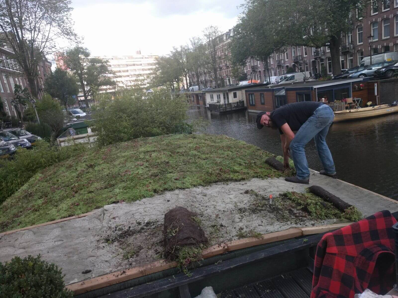 Sedum roof houseboat - do it yourself