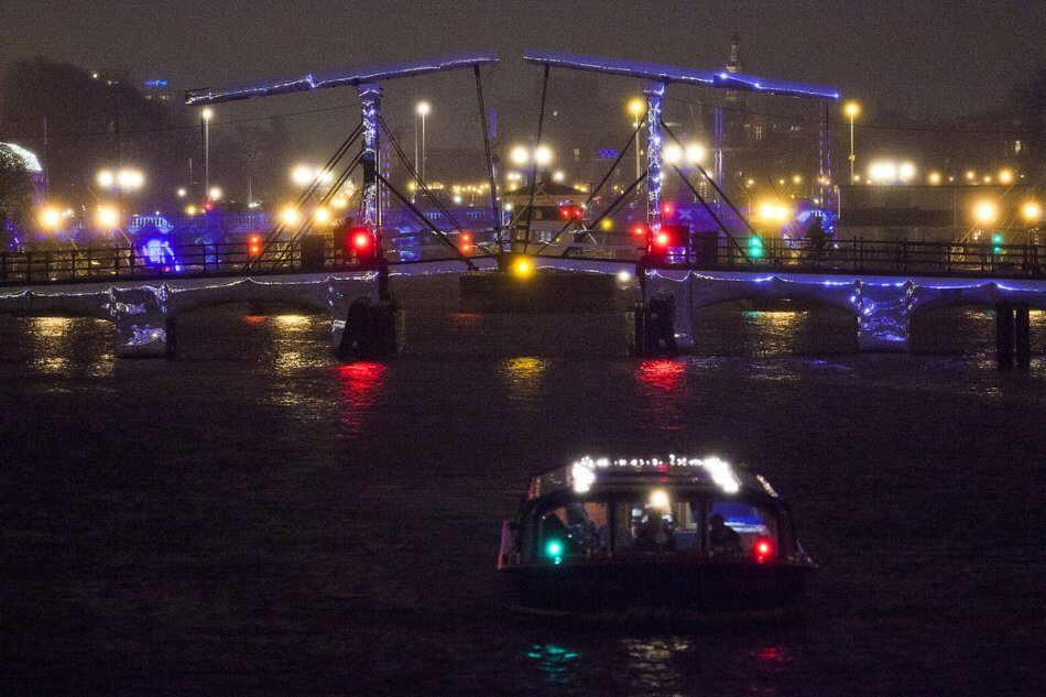 Rent a houseboat during the Amsterdam Light Festival 2018