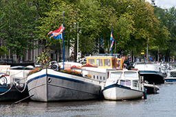 5 reasons to hire a houseboat in Amsterdam