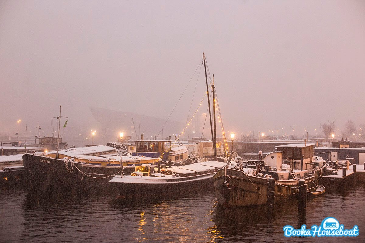 Rent a houseboat in Amsterdam during the winter