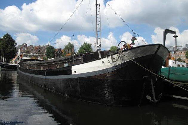 Houseboat rental Amsterdam